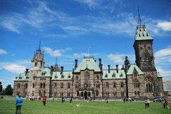 加拿大读研一年费用是多少?